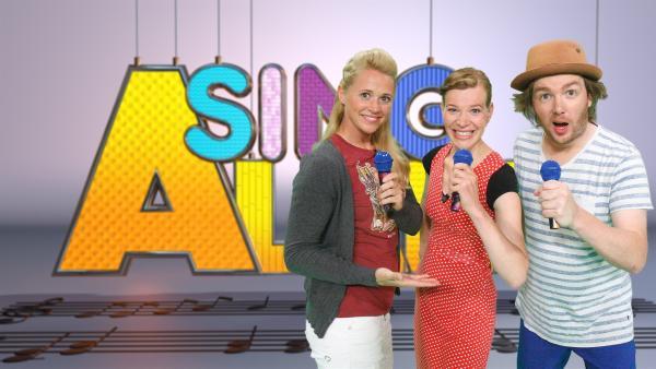 Moderatorin Singa mit ihren Studiogästen von der Pia-Nino-Band | Rechte: ZDF/Rico Rossival