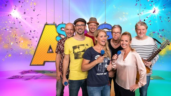 Moderatorin Singa hat Mami und die Papperlappapis zu Gast im SingAlarm Studio.   Rechte: ZDF/MES GmbH Wiesbaden