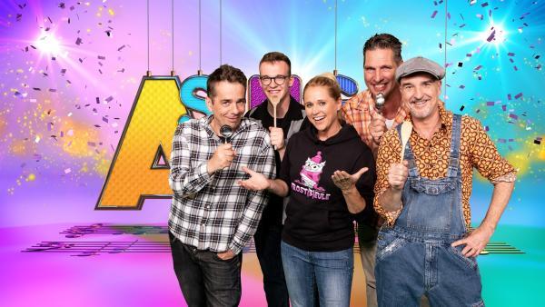 Moderatorin Singa hat heute die Mukketier-Bande zu Gast im SingAlarm Studio.   Rechte: ZDF/MES GmbH Wiesbaden