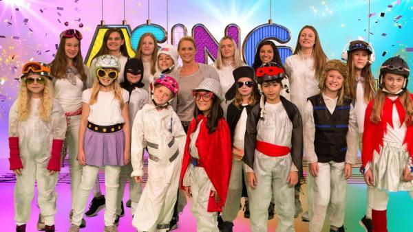 SingAlarm: Singa und die Kids on Stage im Studio | Rechte: ZDF/MES