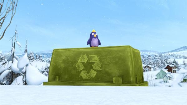 Terri betrachtet vom Spielfeldrand aus das Treiben der Snowsnaps. | Rechte: KiKA/carpediem Film & TV Inc.