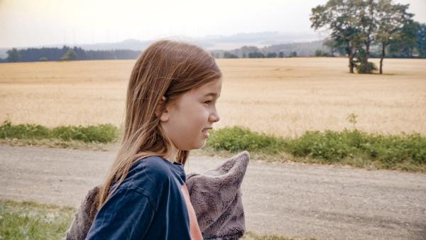 Abschiede sind nie schön - aber im SommerCamp hat Juri hoffentlich eine Menge Spaß! | Rechte: MDR/Cine Impuls Leipzig