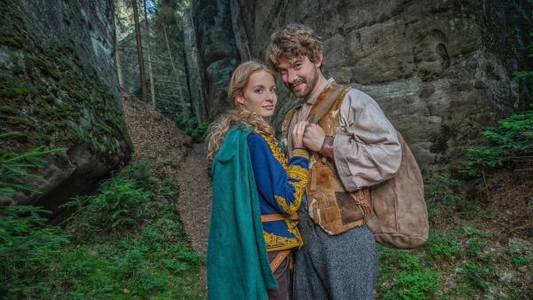 Die Prinzessin (Simona Kollárová) und der blinde Schmied (Richard Autner) | Rechte: KiKA/Česká televize/Mikuláš Křepelka -