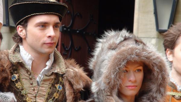 André Kaczmarczyk und Henriette Confurius in ihren Kostümen. | Rechte: NDR Foto: Melanie Thieltges