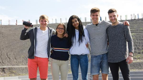 Benjamin, Lynn, Eyleen, Franz, Yusuf in der Halde Haniel | Rechte: ZDF/Felix Kost