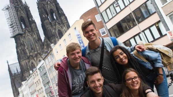 Benni, Yusuf, Franz, Lynn und Eyleen zu Besuch in Köln | Rechte: ZDF/Felix Kost