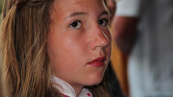 Lilli ist traurig, wenn sie sieht, wie Opa einfach nur daliegt und nichts mehr tun kann. | Rechte: ZDF/EBU/Südkino GmbH