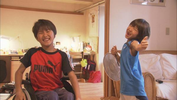 Ryotaro und Sonosuke albern herum. | Rechte: ZDF/Mari Kogure