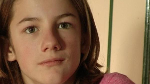 Corinne kam mit sechs Jahren in eine Pflegefamilie, der Filme begleitet sie von 8 - 18 Jahren. | Rechte: ZDF/Maike Conway