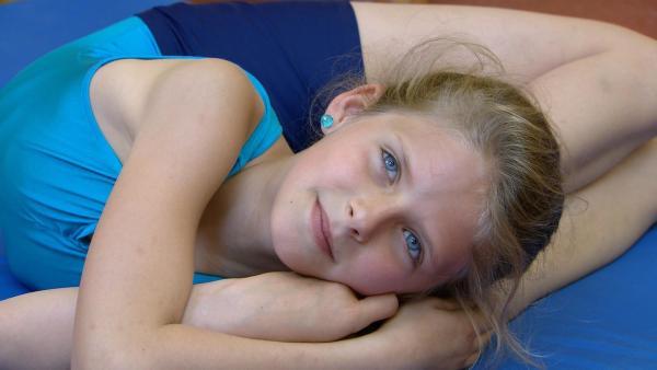 Die 11jährige Timi aus Ungarn träumt davon, Akrobatin zu werden. | Rechte: ZDF/Bertha Lívia