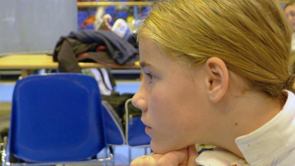 In ihrer alten Grundschule fühlt sich Pauline nicht sehr wohl und sie hat hier keine Freunde. | Rechte: ZDF/Anabel Münstermann