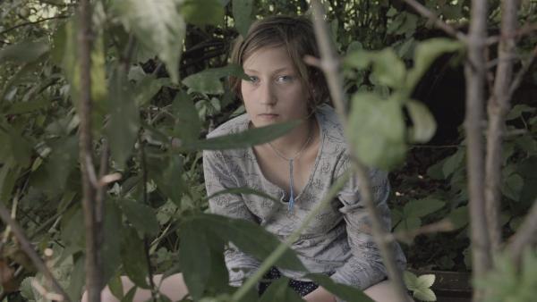 Ernestynka, 11 Jahre, hat ein Problem. Sie leidet sehr unter der Trennung ihrer Eltern. | Rechte: ZDF/Theodora Remundová