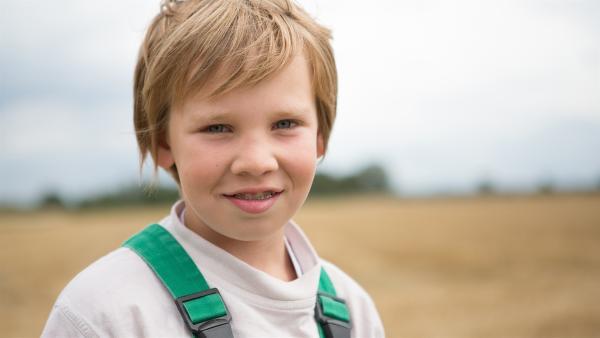 Justus liebt das Leben auf dem großen Bauernhof Gut Giffelsberg. | Rechte: ZDF/ Ingo Hattendorf