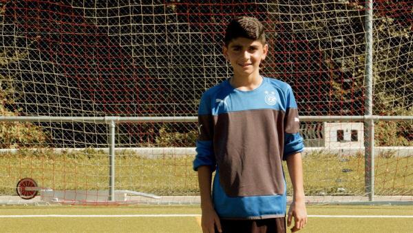 Ayham träumt davon, Fußballprofi zu werden. Bald hat er ein Probetraining und muss sich beweisen. | Rechte: ZDF/Marek Beles