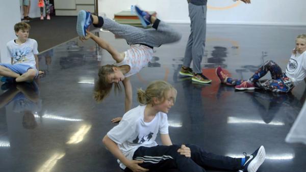 Breakdance sieht super aus, macht aber viel Arbeit: Dascha und Rocco gehen beim Training bis an die Schmerzgrenze. | Rechte: ZDF/Tobias Tempel