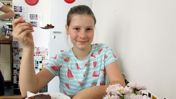 Rozarka isst vegan, weil sie für gesunde Ernährung ist und sich für Tierschutz einsetzt. Und weil es ihr schmeckt.    Rechte: ZDF/Jan Šípek