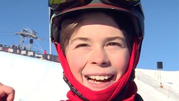 Jonas kurz vor den Meisterschaften auf der Piste: Er ist sehr optimistisch einen guten Platz zu erzielen, denn er hat hart trainiert. | Rechte: ZDF/Ilona Stämpfli