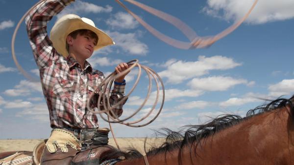 Crowley ist 14 Jahre alt und lebt in Amerika im Bundesstaat Colorado. Sein Traum ist es, auf einem Rodeo einen Bullen zu reiten. | Rechte: ZDF/Tom Bergmann