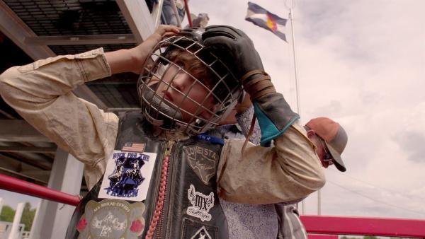Crowleys großer Traum vom Bullen reiten ist nicht ganz ungefährlich! | Rechte: ZDF/Tom Bergmann