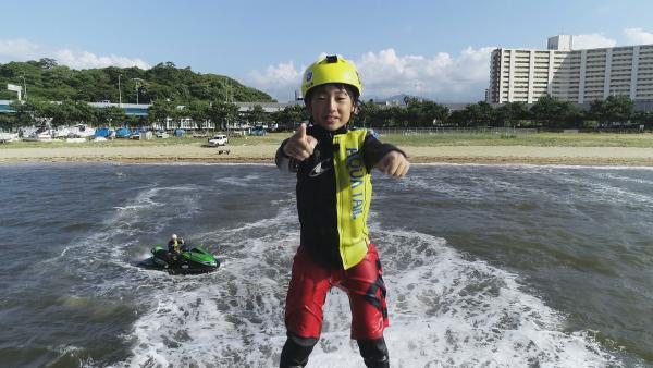 Yushi will ganz nach oben und der beste Hydroboarder der Welt werden. Japanischer Jugendmeister ist er schon. Nun nimmt er zum ersten Mal bei den Profis teil. | Rechte: ZDF/Shogo Nakajima