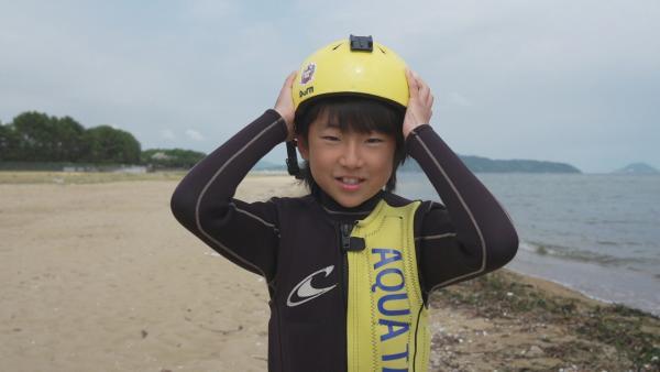 Täglich geht Yushi aufs Wasser und trainiert. Er möchte der weltbeste Hydroboarder werden. Bereits jetzt zählt der 11jährige zu Japans Besten. Im Juli wird er erstmals bei den Erwachsenen starten. | Rechte: ZDF/Shogo Nakajima