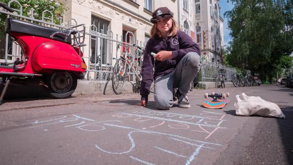Jakub möchte die Menschen auf den Klimaschutz aufmerksam machen. Jeder kann was dazu beitragen, meint er!   Rechte: ZDF/Florian Lippke