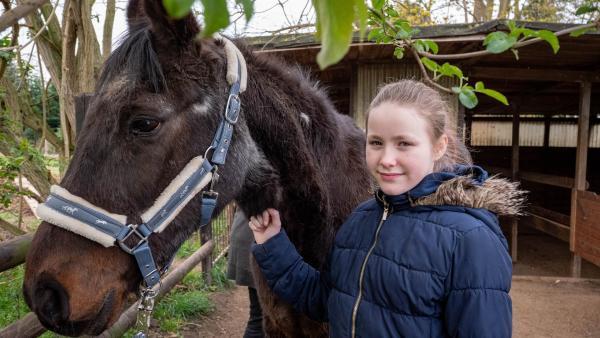 Evi mit ihrem Pferd Foxi | Rechte: ZDF/Florian Lippke