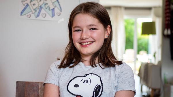 Jule hat vor einem Jahr ihre Mutter an Brustkrebs verloren. Sie hat einen Plan gegen die Trauer und verliert ihr Lächeln nicht.   Rechte: ZDF/Florian Lippke