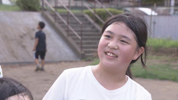 Kana ist 11 und lebt in Japan. Kurz nachdem sie in den Kindergarten kam, fing sie an zu stottern. Manchmal bringt sie kein Wort raus, doch mit ihren Freundinnen auf dem Spielplatz toben, macht sie glücklich. | Rechte: ZDF/Chihiro Matsumura