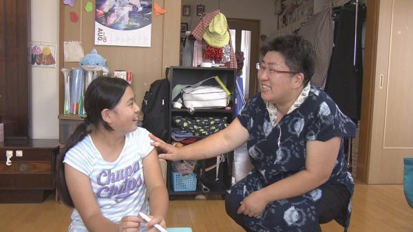 Kana plant eine Geburtstagsparty. Gemeinsam mit ihrer Mutter überlegt sie, was sie dafür alles brauchen wird. | Rechte: ZDF/Chihiro Matsumura