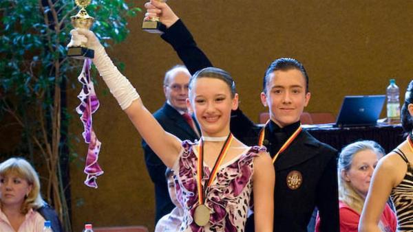 Vadim tanzt, seit er vier Jahre alt ist. Und er hat ein großes Ziel: Deutscher Meister im Standard in seiner Altersklasse. | Rechte: ZDF/EBU