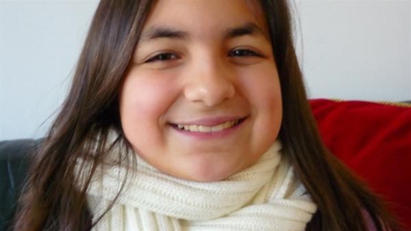Pamela (9 Jahre) ist ein fröhliches und temperamentvolles Mädchen, ihre Eltern stammen aus Italien. Sie ist die Dolmetscherin der Familie, denn als einzige spricht sie Deutsch – das ist für die 9-Jährige nicht immer leicht. | Rechte: ZDF/EBU