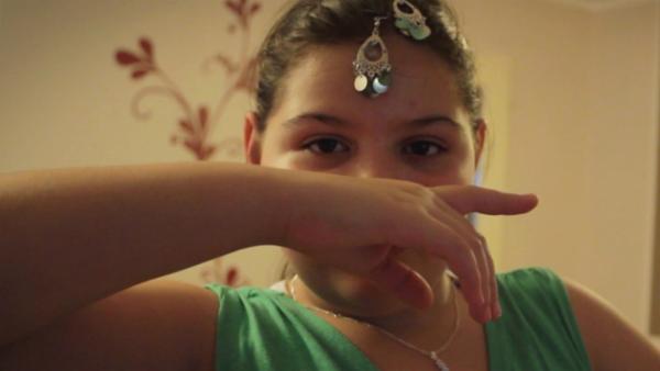 Aleyna ist elf Jahre alt. Ihr großer Traum ist es, Bollywoodtänzerin zu werden. | Rechte: ZDF/EBU/HFF Potsdam