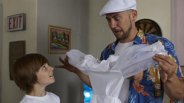 Oh je! Ist Tanjas Hochzeitskleid jetzt ruiniert? | Rechte: KiKA/FEEDMEE