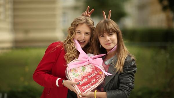 Ein Herz und eine Seele - Lea (Katharina Wolfert, li.) und Nelli (Fanni Pantförder, re.) sind beste Freundinnen für immer! | Rechte: KI.KA/Timm Lange