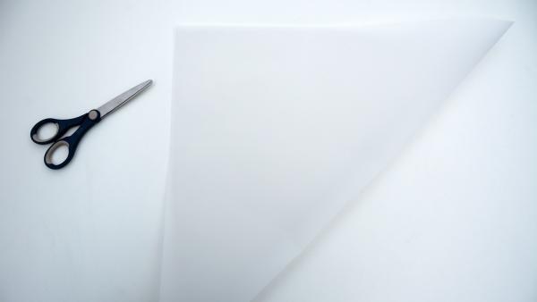 Schere und Transparentpapier | Rechte: KiKA