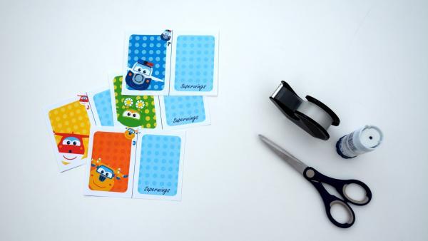Druck dir unsere Karten aus und schneide sie aus.  | Rechte: KiKA
