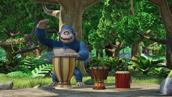 Ein Affe trommelt auf den Congas.   Rechte: KiKA/FunnyFlux/QianQi/EBS/CJ E&M