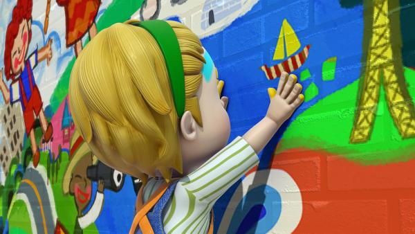 Zum Schluss drückt Willem seine Handabdrücke auf die Wandmalerei.   Rechte: KiKA/FunnyFlux/QianQi/EBS/CJ E&M