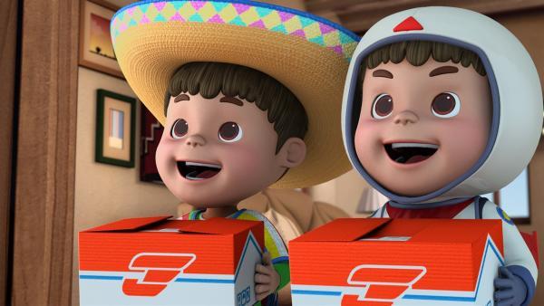 Endlich halten die Zwillinge Tomas und Manuel ihre Pakete in der Hand. | Rechte: KiKA/FunnyFlux/QianQi/EBS/CJ E&M