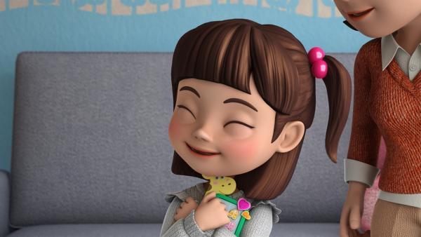Hye Mi freut sich über ihren neuen Zeitplaner. | Rechte: KiKA/FunnyFlux/QianQi/EBS/CJ E&M