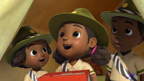 Ruva, Tendai und Munaki freuen sich über ihr Paket. | Rechte: KiKA/FunnyFlux/QianQi/EBS/CJ E&M