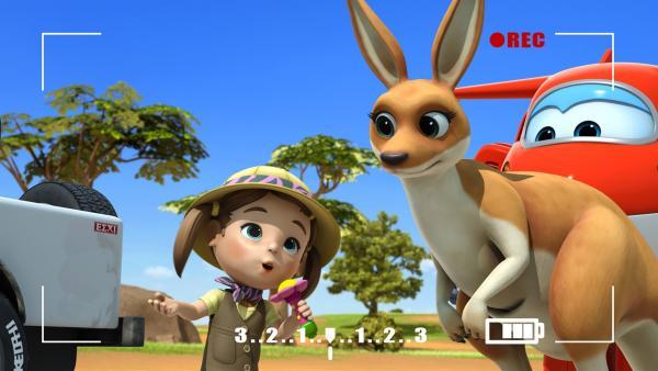 Ruby interviewt ein Känguru. | Rechte: KiKA/FunnyFlux/QianQi/EBS/CJ E&M