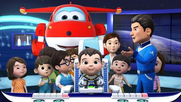 Yun und seine Klasse sind auf einem Schulausflug im Raumfahrtzentrum.   Rechte: KiKA/FunnyFlux/QianQi/EBS/CJ E&M