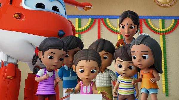 Meena und ihre Freunde haben neue Kostüme für ihren traditionellen Tanz bestellt. | Rechte: KiKA/FunnyFlux/QianQi/EBS/CJ E&M