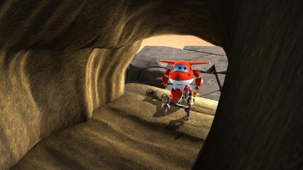 Die Schatzsucher betreten eine große Höhle. | Rechte: KiKA/FunnyFlux/QianQi/EBS/CJ E&M