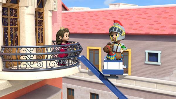 Mit Hilfe von Pauls Rettungsleiter schafft es Carlos bis hinauf zu Prinzessin Isabel. | Rechte: KiKA/FunnyFlux/QianQi/EBS/CJ E&M