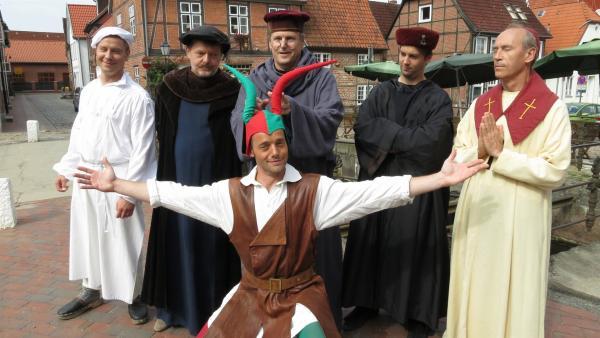 Der Tanzalarm diesmal zu Gast bei Till Eulenspiegel. | Rechte: Franzsika Rülke/ZDF/KiKA