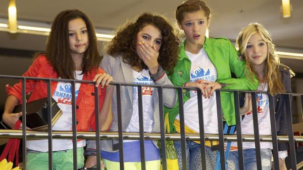 Heute ist Waschtag beim Tanzalarm. V.l.n.r.: Kim, Leonie, Lara & Annika | Rechte: Franzsika Rülke/ZDF/KiKA