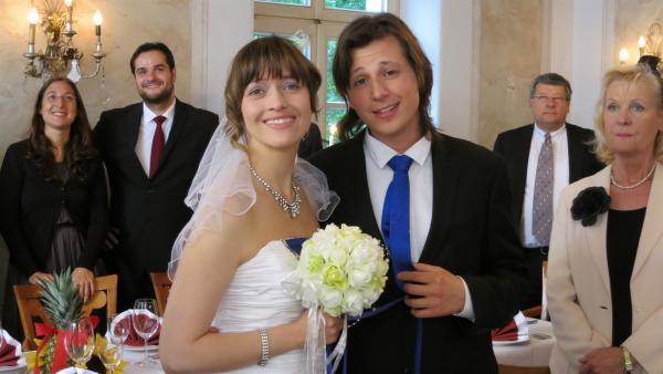 Das glückliche Brautpaar | Rechte: Franziska Rülke/ZDF/KiKA